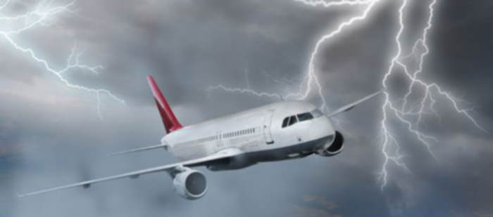 plane-lightning-1560x690_c