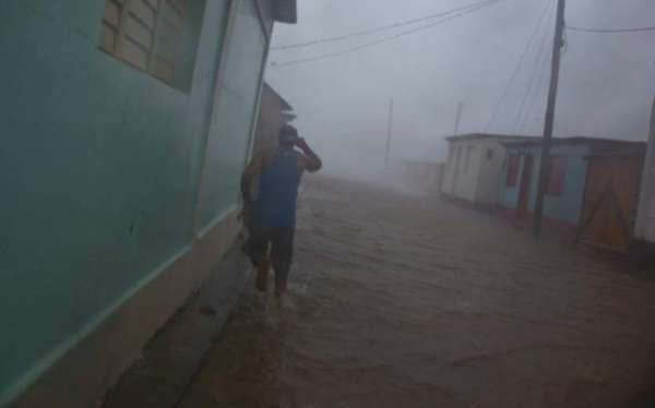 110402200_a_resident_runs_in_as_flooded_street_as_hurricane_matthew_roars_over_baracoa_cuba_tues-large_transgo3npzuhtl7qit9kbjy-j1ncutiyj9-baduoj2tcay